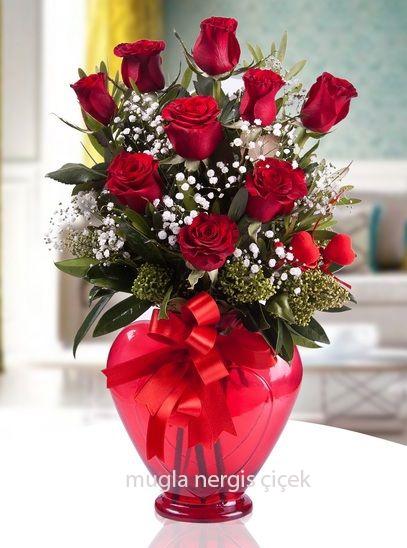 Kalp vazoda 9 kırmızı gül+kalpler